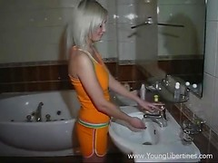Blondie takes a shower